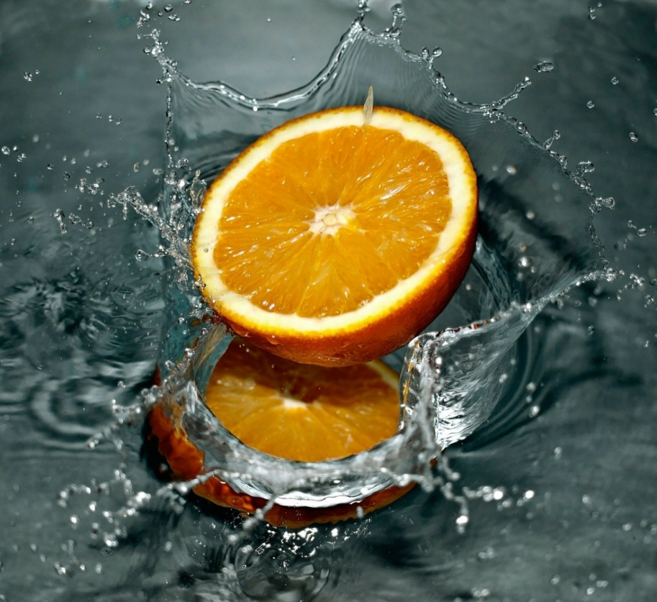 cut_orange_splash.jpg